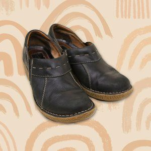 Clarks Black Leather Active Air Clogs Size 7.5